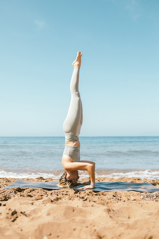 yoga en la arena